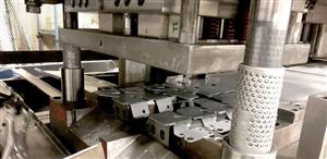 Máy dập kim loại hoạt động như thế nào?