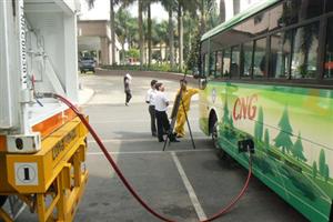 Các nhà khai thác xe buýt xanh lo lắng về khả năng tăng giá xăng
